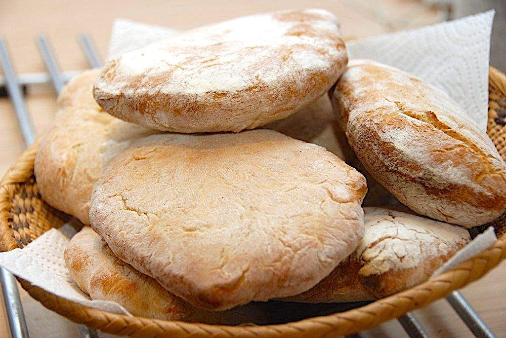Verdens bedste pitabrød – nem opskrift på luftige brød til pita