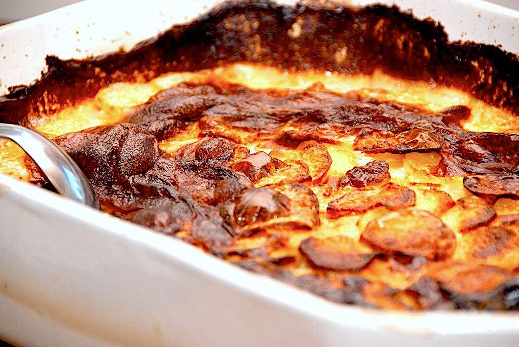 Flødekartofler – verdens bedste opskrift på flødebagte kartofler